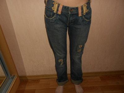 Джинсы, 27 размер, L33, бренд Teddy Smith, бойфренды, нашивки, заплатки, кривые швы.