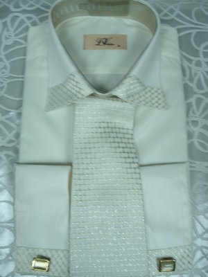 Рубашка L.Viktor cв-бежевая с галстуком.