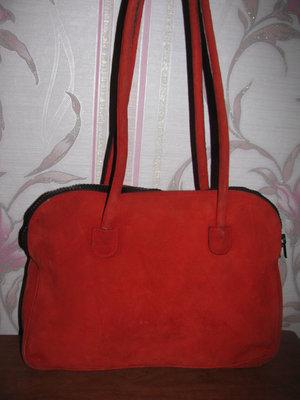 Красная натуральная замшевая сумка Mondi