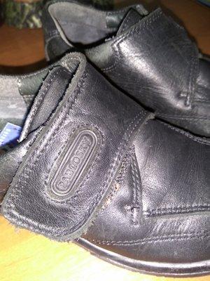 Продам фирменные туфли 28 р.