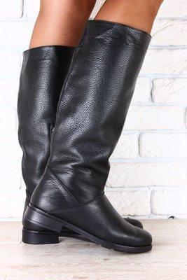 Женские кожаные сапожки на низком ходу