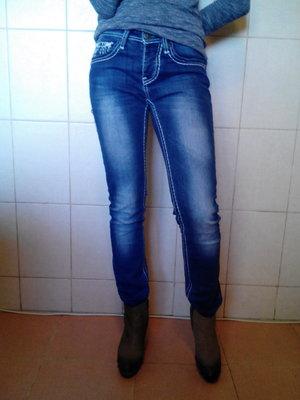 очень красивые,яркие,итальянские джинсы Wam Denim,р-ра 27/28,L 32,с средней талией