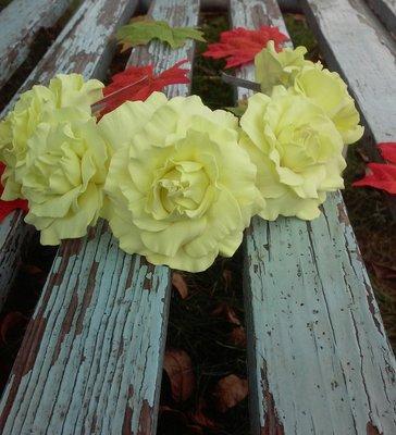Веночек для волос с желыми розами