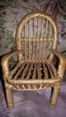 Плетенное кресло для куклы.