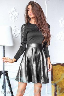 Платье с кожей