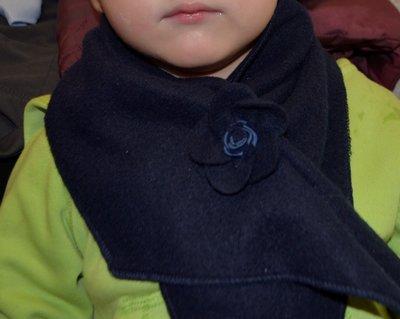 Теплий флісовий шарф з квіточкою