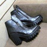 Женские стильные ботинки на удобном тракторном каблуке