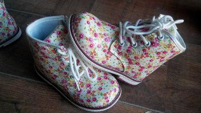 В наличии очень красивые ботиночки на девочек р 22-17 Всего 290 грн