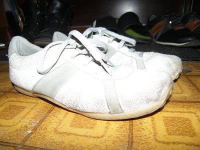 Кроссовки кожа р 37 белые