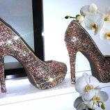 Эффектные и гламурные туфли -лабутены Jessica Simpson