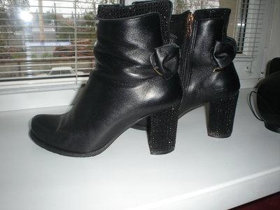 Кожаные симпатичные ботиночки. Без дефектов. 39 размер