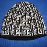 Шапка мужская демисезонная, зимняя, черная с рисунком.