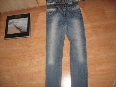 Стильные джинсы 10-12р