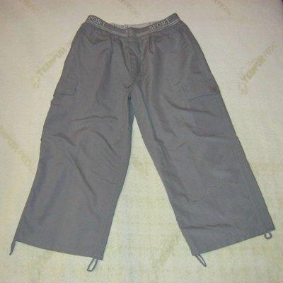 женские капри серые и бежевые. в наличии. размер M и XL