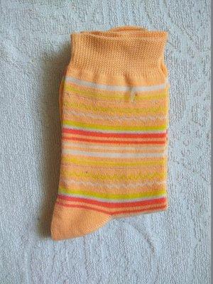 Женские носки в наличии. новые. разные цвета.