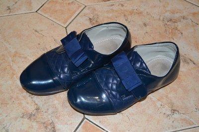 Школьные закрытые туфли. Размер 33. Маломерки. Стелька 19,7. Цвет-Темно синий. Состояние хорошее. Не