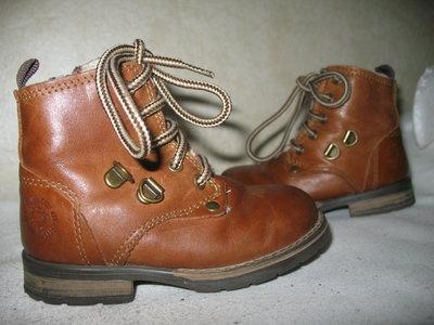 Фирменные ботинки натуральная кожа Португалия серийный номер р 24