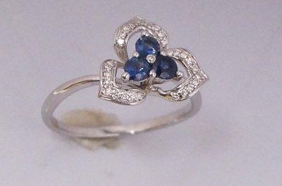 Золотое кольцо 750 с бриллиантами 0,135к. и сапфирами 0,3к.