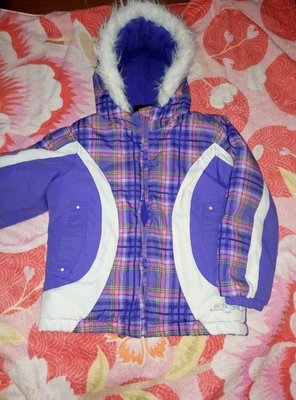 красивая теплая куртка на 4-5,5 лет