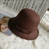 Шляпа женская фетровая котелок с бантиком и полями коричневая