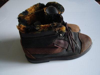 Кожаные ботинки, стелька 23,5 , размер 36,5-37 мех искусств сделаны в Италии обуты 1 раз, маломерят