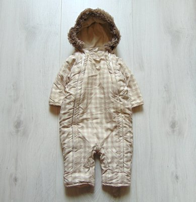 Шикарный комбинезон для новорожденного. H&M. Размер 4-6 месяцев. Состояние новой вещи.