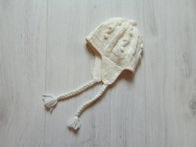 Шикарная белоснежная шапка для модницы. Внутри флис. Осень-Зима. H&M. Размер 9-12 месяцев