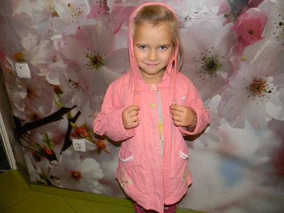 куртка-ветровка на девочку 4-6 лет б/у