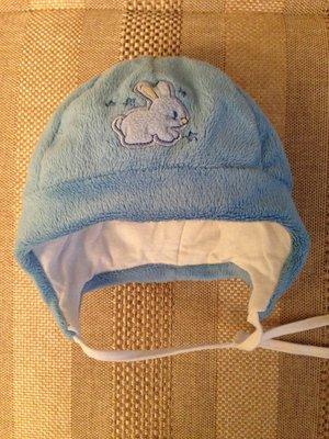 теплая шапочка с зайчиком утепленная синтепоном на малыша 3-6 мес