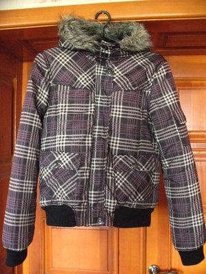 Демисезонная фирменная куртка на подростка стройную женщину