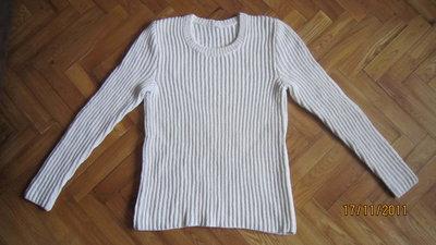 Белый свитер ручной вязки р. М