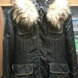 Пальто на синтепоне р.44-46 с натуральным мехом енота