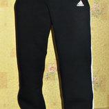 Теплые спортивные штаны Adidas на флисе прямые т. синие с лампасами.