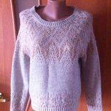 Красивый бежевый джемпер свитер с коричневыми узорами