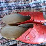 Шлепанцы, босоножки, сабо кожаные красные.