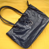 Фирменная тёмно-синяя сумка под рептилию,отличное состояние
