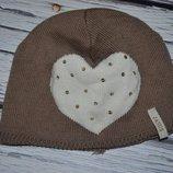 Фирменная шапка шапочка девочке 2 - 6 лет с сердечком