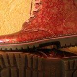 Продам осень, весна ботинки для девочки.