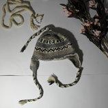 Шерстяная шапка с орнаментом ушки