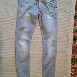 Узкие серые джинсы с выбеленностями от креативного бренда G-Star 31/34