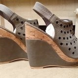 зручні та легкі літні туфлі сабо