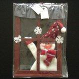Новая подвеска - снеговик за окном Carrefour Франция