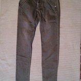 Плотные узкие джинсы цвета хаки с небольшой выбеленностью Bik Bok X-3.