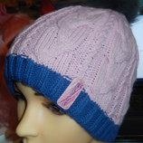 Теплая шапка с натуральным бубоном,р-р универсальный 52-56