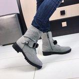 Женские зимние серые ботинки с камнем
