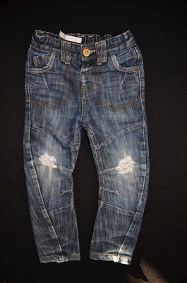 Стильные джинсы с потертостями для мальчика 3-4 от M&Co
