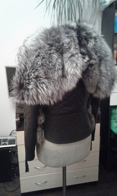 Куртка из натуральной кожи и натуральным мехом чернобурки 46 размер