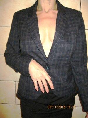 Пиджак стильный в клетку размер 38 евро
