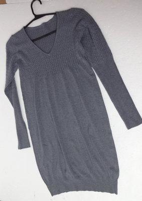 Платье из кашемира и шерсти изящное, стильное и стройнящее.