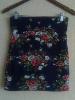 Фирменная короткая мини юбка в цветочный принт от nella fantasia